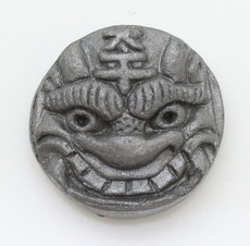 ピンバッジ(ミニ鬼瓦2.7㎝)(太平)
